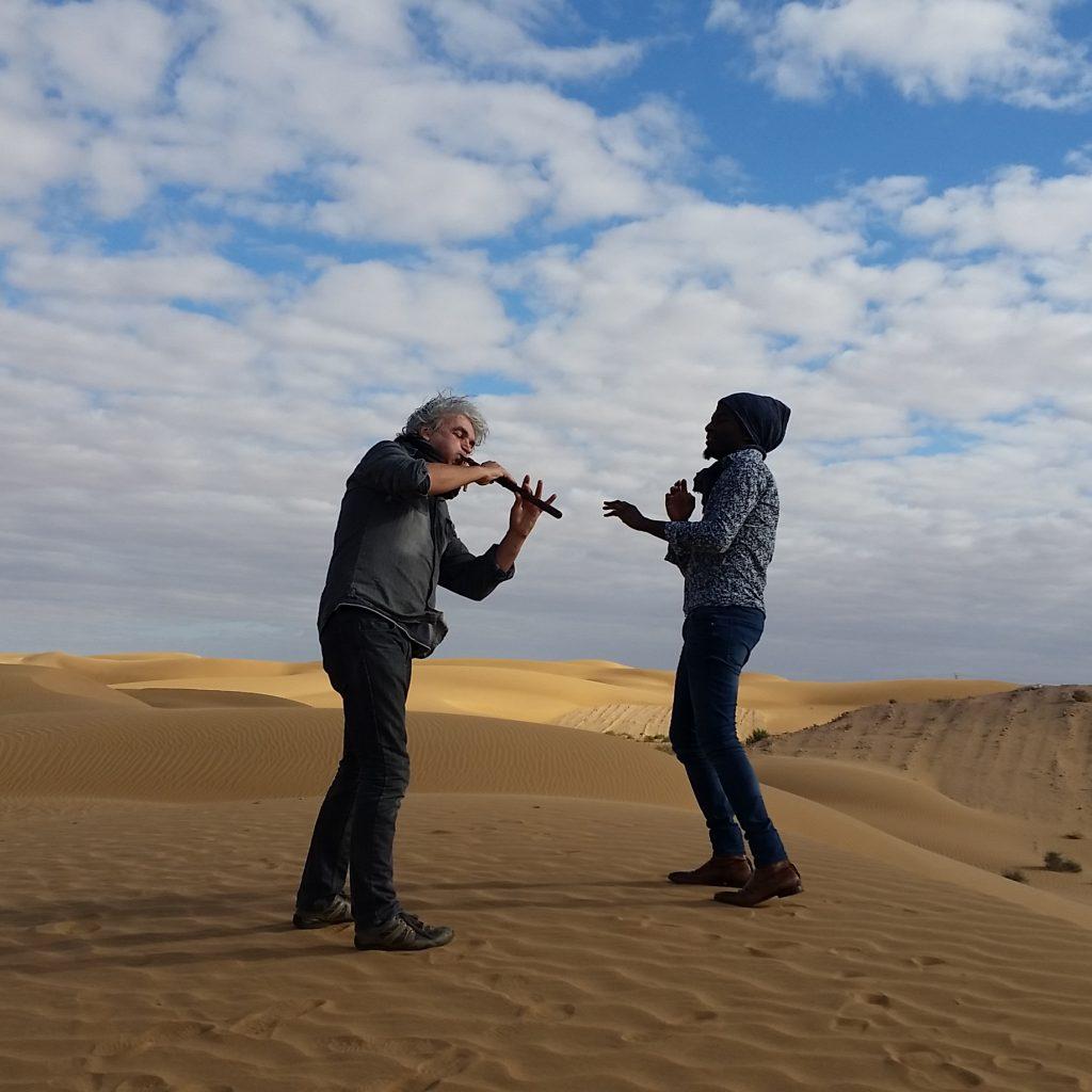Marc Alexandre Oho Bambe et Alain Larribet désert